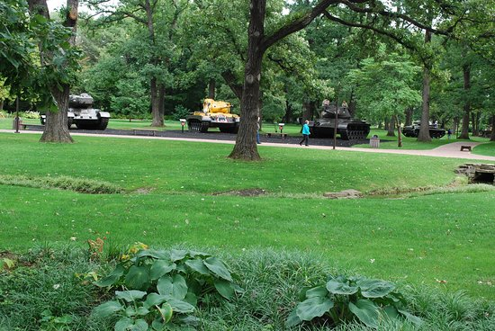 Cantigny Park: Tank park at Division One Museum