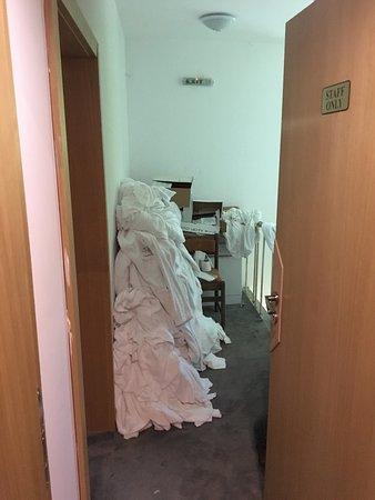 Rilski Manastir, Bulgária: Housekeeping Pantry in our luxury resort (dirty linen just thrown on floor!)