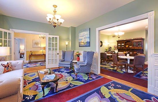 Beech Tree Inn and Cottage: Lobby