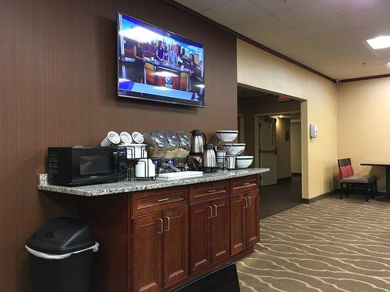 แรนดอล์ฟ, แมสซาชูเซตส์: Visit: September 2018. (No Fruit in Bowls)