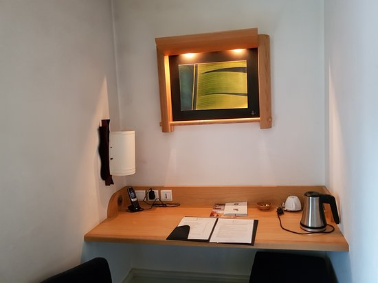 Coin bureau chambre Absynthe - Picture of Hotel Le France, Villers ...