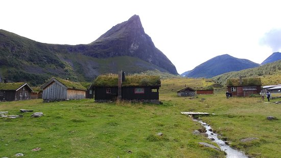 Norddal, Na Uy: Herdal Farm - Grass-roof cabins