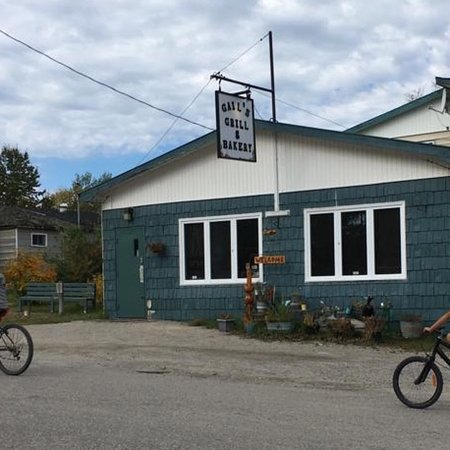 Armstrong Station, Canada: Looks like a humble home from the outside. Great pizza inside