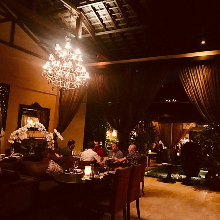 Beautiful and vibrant restaurant!