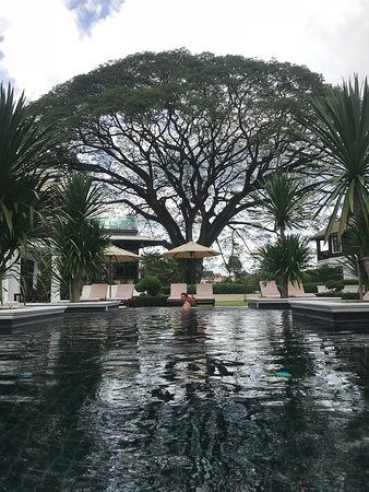 Na Nirand Romantic Boutique Resort: My fav was the black pool with the tree on the background
