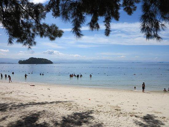 Tunku Abdul Rahman Marine Park: 潔淨海灘