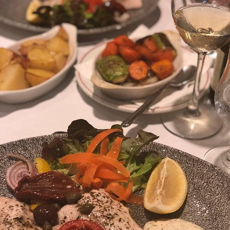 Ta'Peter Restaurant: Another incredible evening at the Ta'Peter Restaurant. This time daily special catch with vegeta