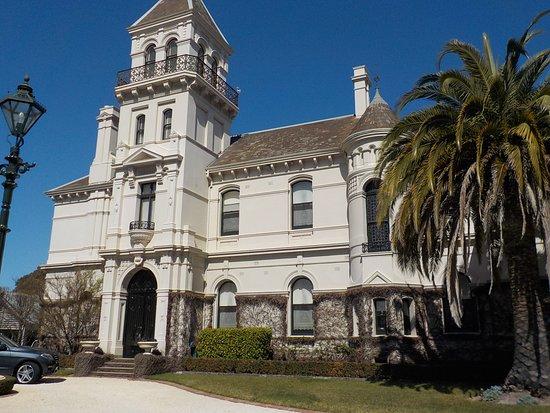 Caulfield, أستراليا: From front gate