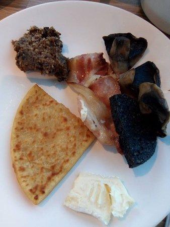 Novotel Edinburgh Park: Selection from breakfast buffet, including haggis!
