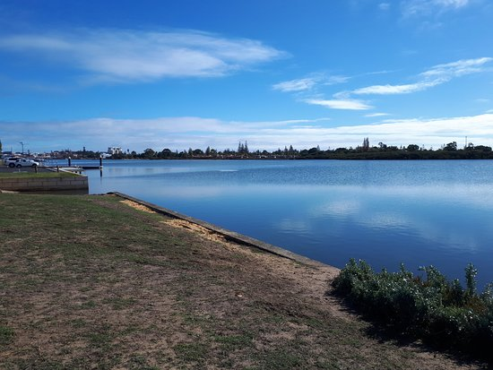 The walk beside the Inlet - Picture of Leschenault Inlet