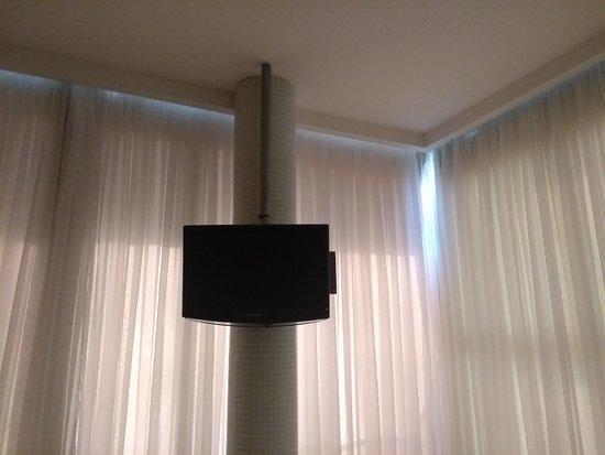 Hotel Brisa Tropical de Macae: Quarto 314 não tem. Blackout nas janelas. Essa fofo é 7 horas da manhã.