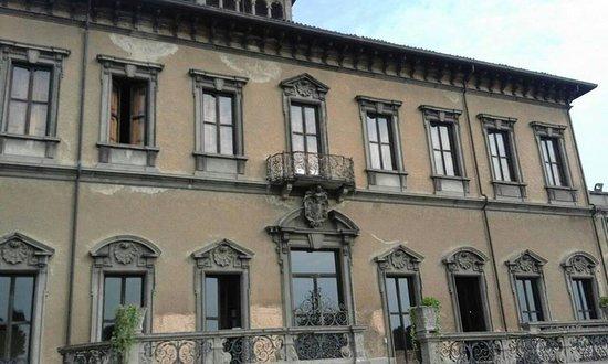 Varedo, Italy: facciata posteriore della villa