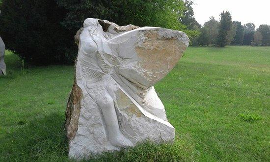 Varedo, Italy: una scultura in un angolo del parco....