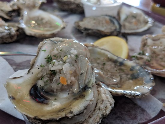 Up the Creek Raw Bar: Oysters are tasty but on the small side