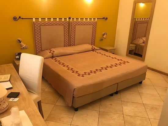 Hotel Domomea: habitación doble con lavado