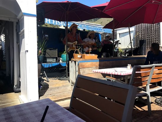 Sand Dollar Restaurant: Better view of the band