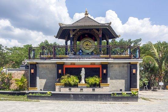 Monument Nosarara Nosabatutu: The Peace Gong