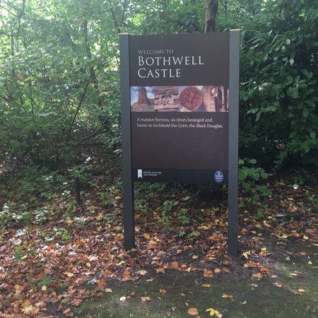 Bothwell Castle: photo1.jpg