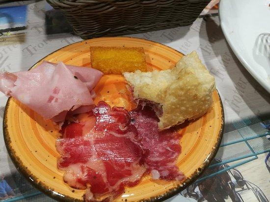Montechiarugolo, Italia: Gnocco fritto e salume!