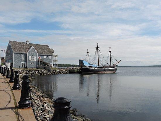 Pictou, Canada: Musée et bateau du Hector Heritage Quay