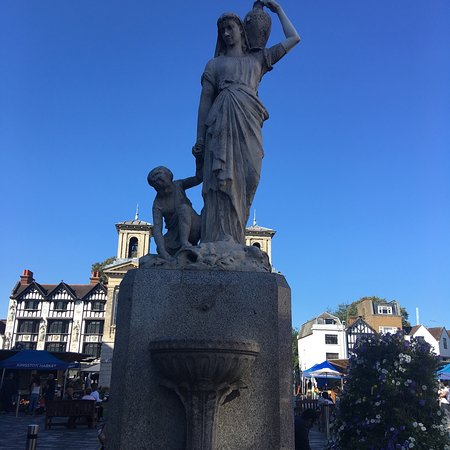 Kingston upon Thames, UK: Shrubsole memorial