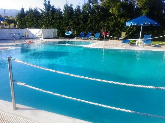 Agios Andreas, Griechenland: бассейн отеля
