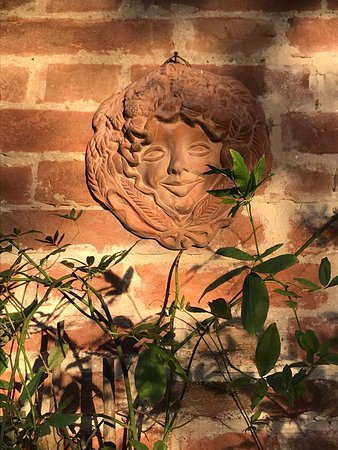 Agriturismo Aglioni: Abendsonne an der Hauswand