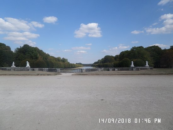 Hotel de Londres: Chateau grounds
