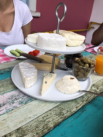 Kato Dhrys, Cyprus: Cheese platter