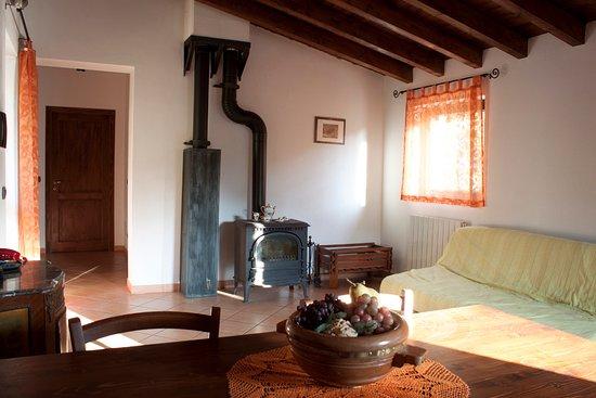 Castiglione Chiavarese, Italien: soggiorno con cucina in comune
