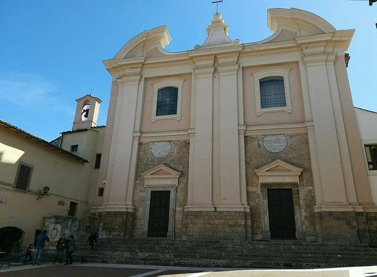 Calvi dell'Umbria, Olaszország: Facciata settecentesca delle chiese di S. Antonio e S. Brigida, opera dell'arch. Ferdinando Fuga