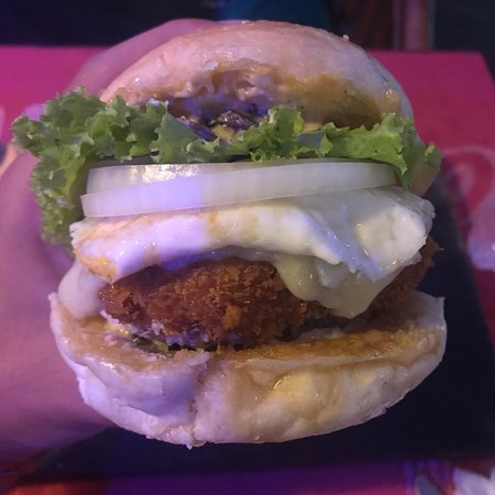Jungle Burger Sports Bar & Bistro: photo0.jpg