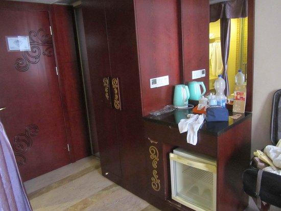 Nanping, China: wardrobe