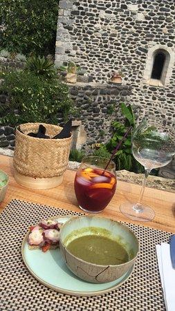 Alba-la-Romaine, فرنسا: une très bonne Sangria...et une entrée delicieusement rafraîchissante
