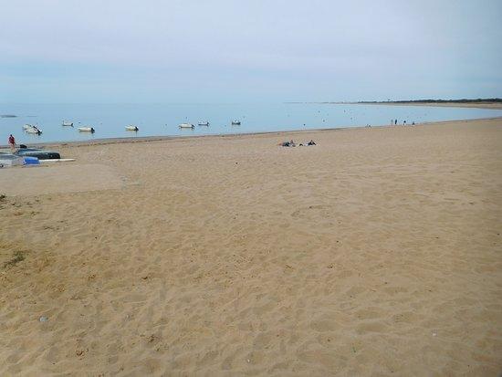 Saint-Hilaire-de-Riez, France: La plage et l'océan