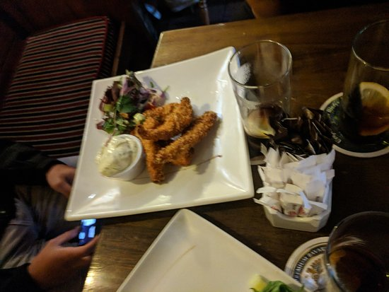 Olde Castle Bar: Chicken fingers done perfectly!