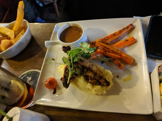 Olde Castle Bar: Protein with mashed and carrots, OH MY!!