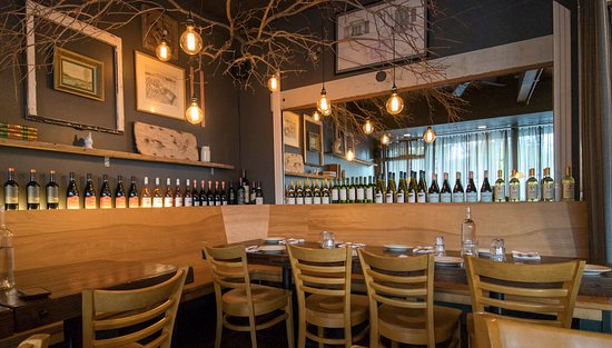 FIVE Restaurant Bistro: nice decor