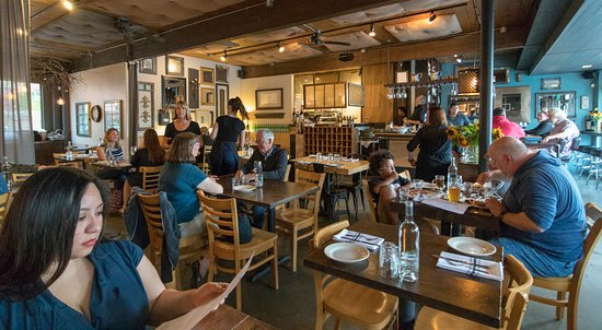 FIVE Restaurant Bistro: Visitors included families