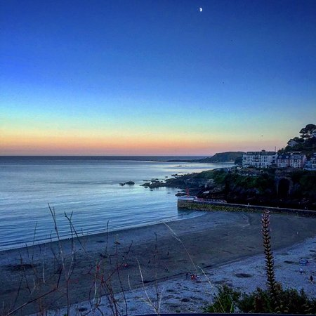 Pelynt, UK: Looe beach at sunset- beautiful clear skies