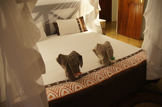 Grietjie Nature Reserve, Sudáfrica: Welcoming in the room. Slept like a baby in the bed