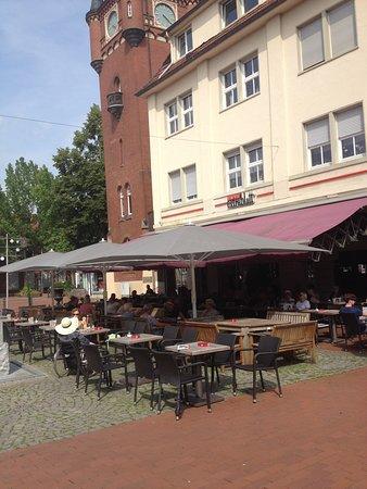 Emsdetten, Deutschland: Het terras op het plein.