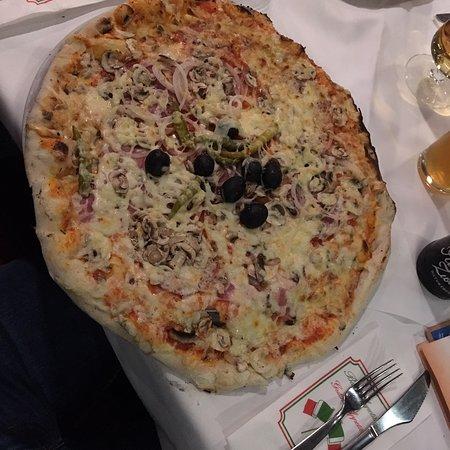 Monströs riesige Pizza zum Spottpreis