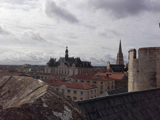Segway Mobilboard: Les toits vu du Donjon d Niort