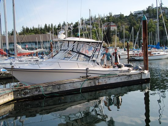 Port Alberni, Canada: Top quality Grady White charter vessels, with washroom.  Only the best.