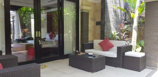 Tulikup, Indonezja: Outside the room