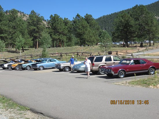 Pine, CO: Plenty of parking. This is only half of the parking lot.
