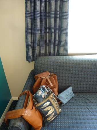 Thrussington, UK: Curtains, blinds and bed settee