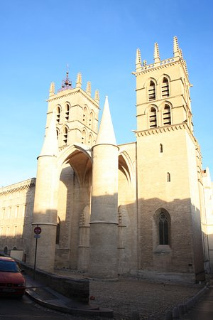Cathedrale St-Pierre: The main entrance.