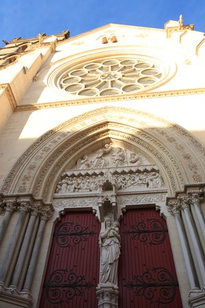 Cathedrale St-Pierre: The carvings have survived in some places.